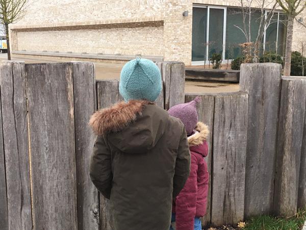 帽子を友人の子どもたちへ