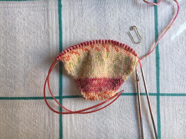 つま先から編むヒールフラップの靴下