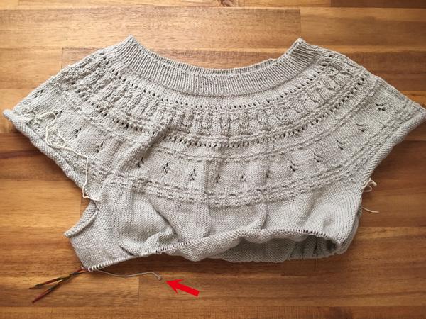 身ごろより先に袖を編む ~丸ヨークセーター